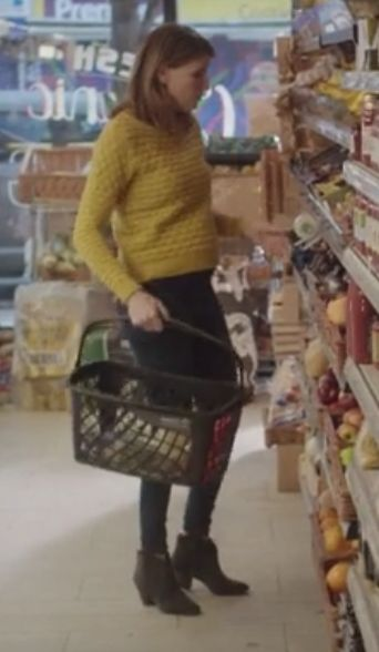 Sharon Horgan from Catastrophe: season 1, episode 4: Yellow textured knit sweater, jeans, grey ankle boots