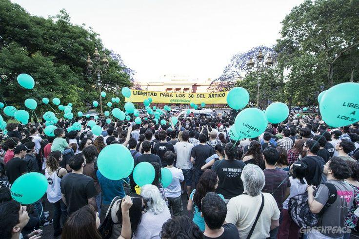 Buenos Aires, 16 de noviembre – A dos meses de la detención de los 30 activistas de Greenpeace, más de 2.000 personas participaron en Plaza Francia del Festival en reclamo por la liberación.  (c) Martin Katz / Greenpeace.