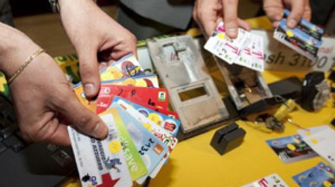 Documenti di identità falsi e carte di credito rubate in casa, arrestato a cura di Redazione - http://www.vivicasagiove.it/notizie/documenti-identita-falsi-carte-credito-rubate-casa-arrestato/