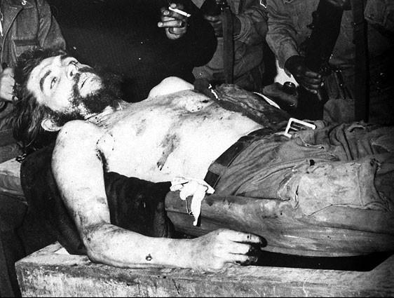 죽은 체게바라의 모습  그가 진정한 영웅일 수 있었던 것은 그가 혁명 속에 있었기 때문이다.
