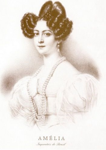 Princes Augusta Amelia gives the emerald and diamond parure to her 4th child Princess Amelie    Princes Augusta Amelia gave the emerald and diamond parure to her 4th child, Princess Amelie (1812-1873) of Leuchtenberg, who married Emperor Pedro I of Brazil in 1829. A Parure a que se refere é a da Imperatriz Josephine