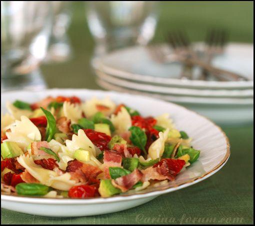 Pasta salad with Parma ham and avocado