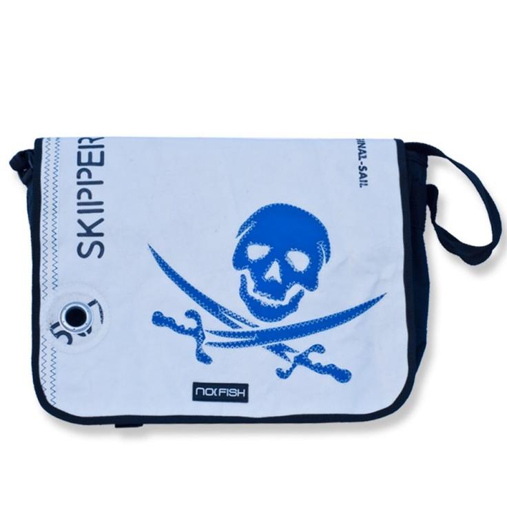 Segeltuchtasche NoFish Pirat|Preis:$133.36|Der Transporter unter den No Fish Segeltuchtaschen  Mit Pirat und cooler Reffkausch auf der Vorderseite  Innenleben:  - Laptopfach (bis ca. 15