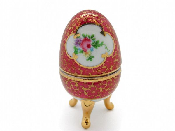 Sophisticated and elegant Victorian Egg shaped jewelry box. This miniature Victorian Jewelry Box is a replica used among the European royalties during the early