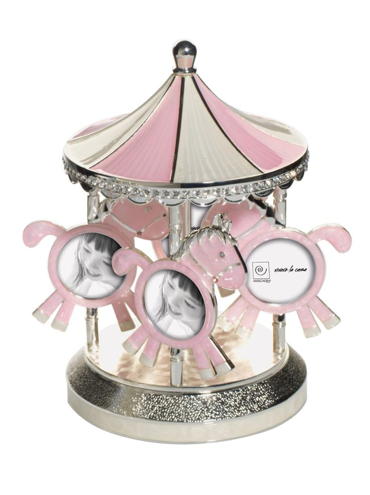 Dolcissimo ed elegante Carillon Musicale Rosa con Portafoto a forma di giostra, firmato Mascagni, realizzato in metallo argentato con cristalli e smalto madreperlato, nei 4 cavallucci puoi mettere 8 foto della tua bambina, 2 per ogni cavalluccio.