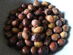 Ricetta tipica della tradizione sarda, le olive a scabecciu sono ottime servite come antipasto o come stuzzicante aperitivo.