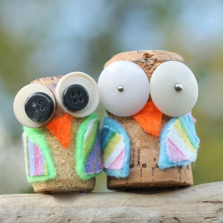 So cute! Wine cork DIY owls...Stocking stuffers?