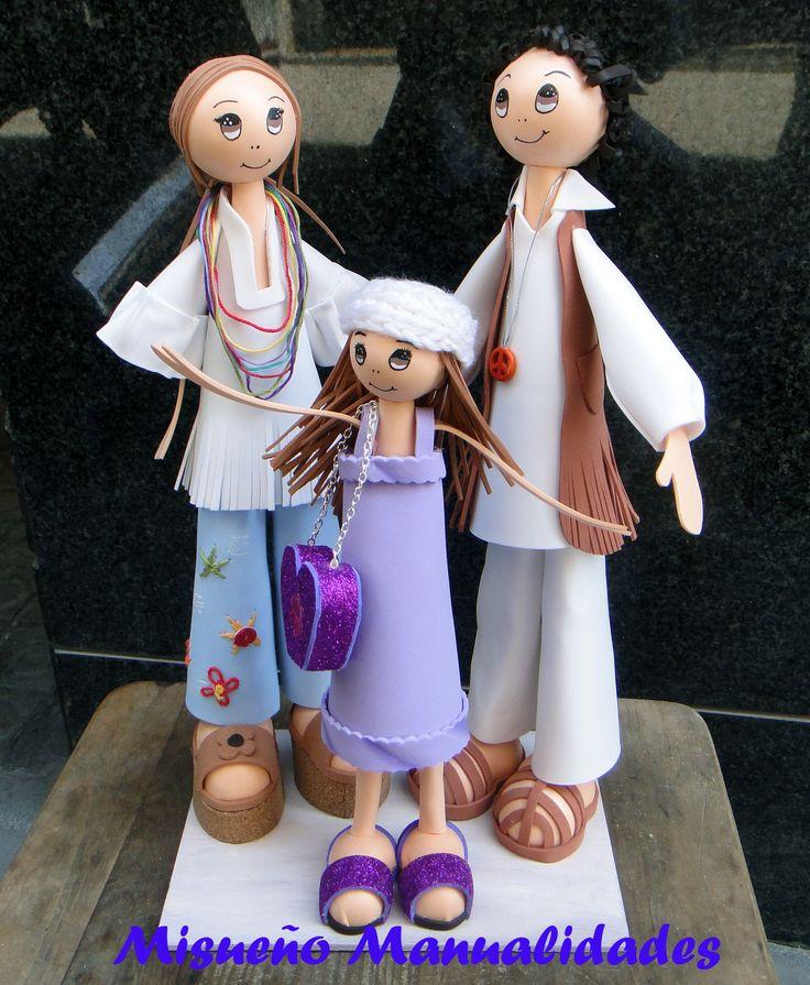 Pareja con hija de fofuchas hippie, regalo de boda de B. quien me las encargó.  www.misuenyo.com / www.misuenyo.es