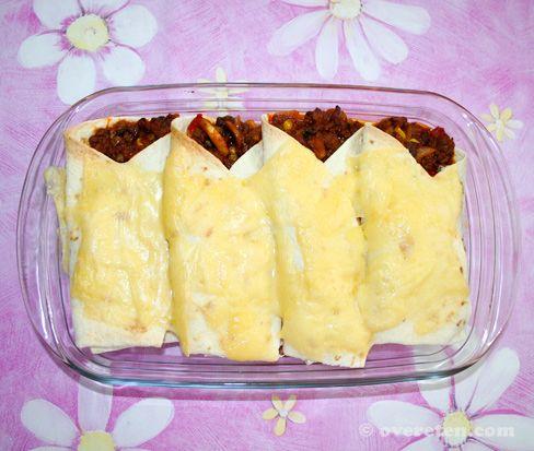 Heerlijk, burrito's! Makkelijk te bereiden, simpele ingrediënten, en een lekker pittig resultaat. Wat wil je nog meer? Benodigdheden voor 4 burrito's: 400 gram rundergehakt kaas naar keuze 4 tortil...