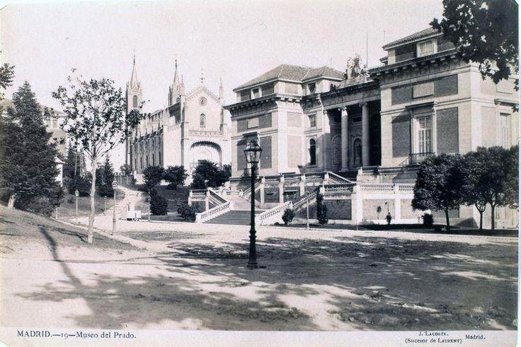Salida de la Iglesia San José de misa en la calle Alcalá en 1900   Salida de misa en la Calle Alcalá   Puerta del Sol en 1900. Vemos el torr...