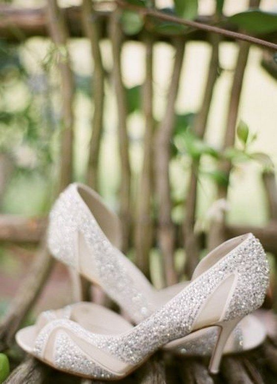 Glitter wedding shoes make look you like a princess #hochzeit #glitzer #schuhe #prinzessin