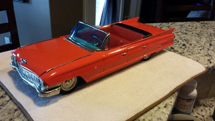 Tin Toy Battery Op Cadillac 1960 large abput 16 inches long