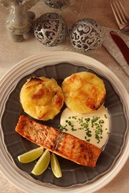 Grillezett lazac francia burgonyával, snidlinges-citromos mártással