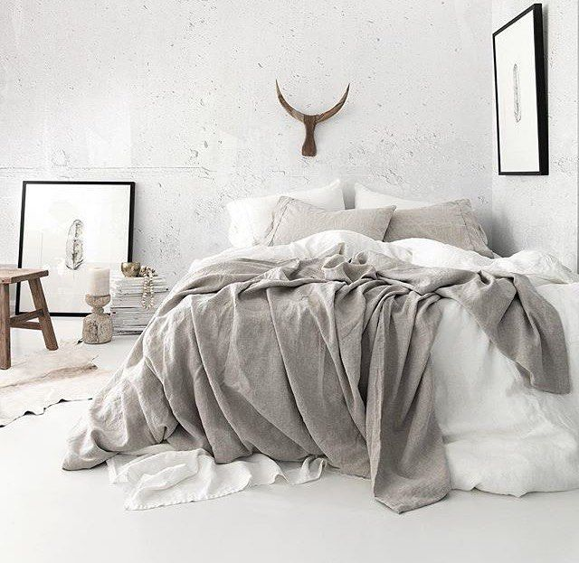 white and grey minimalist bedroom//pinterest: juliabarefoot