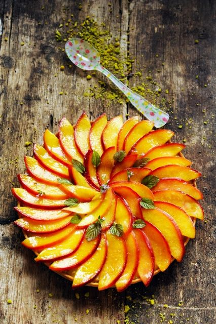 Tarte aux nectarines et à la pistache