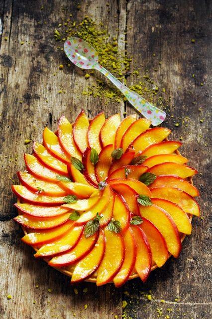 Mais pourquoi est-ce que je vous raconte ça... Dorian cuisine.com: Pêches, nectarines et abricots des fruits à la couleur du soleil ! Et petite tarte aux nectarines et à la pistache