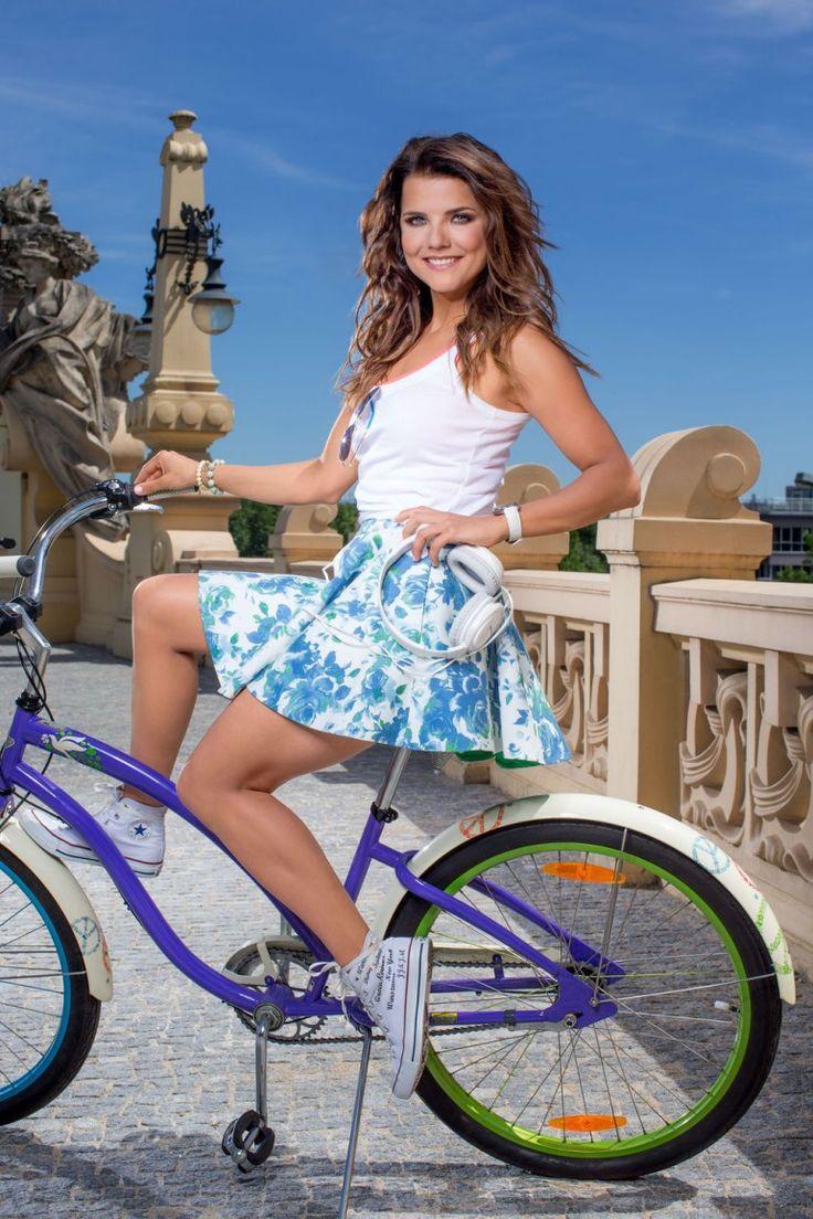 Joanna Jabłczyńska w pięknych kreacjach Violi Piekut w nowej kampanii reklamowej…