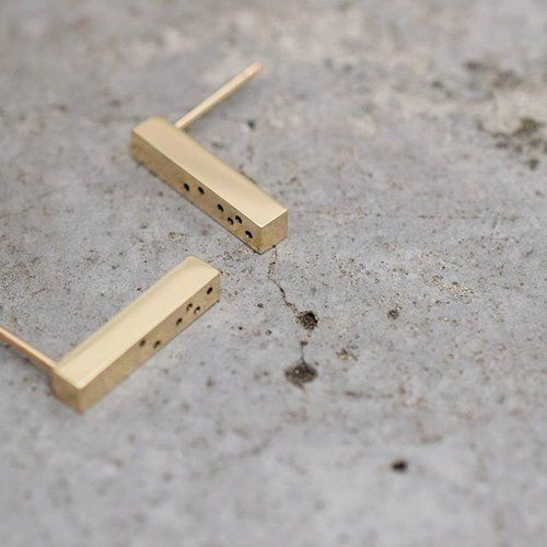 Warm, smooth gold against cool, textured concrete. The thickness of our Flora Bar earrings makes them just a little bit different and the sprinkle of tiny hand-drilled holes adds a soft playfulness to their hard edges. #contrasts . . . #ISLEjewellery #lessismore #modernsimplicity #quietlyconfident #tinymoments #handmade #goldsmith #9ctgold #minimaljewellery #finejewellery #finejewelry #thoughtfulgifts #hardandsoft #goldearrings #goldstuds #contemporaryjewellery #concrete #simpleluxe…