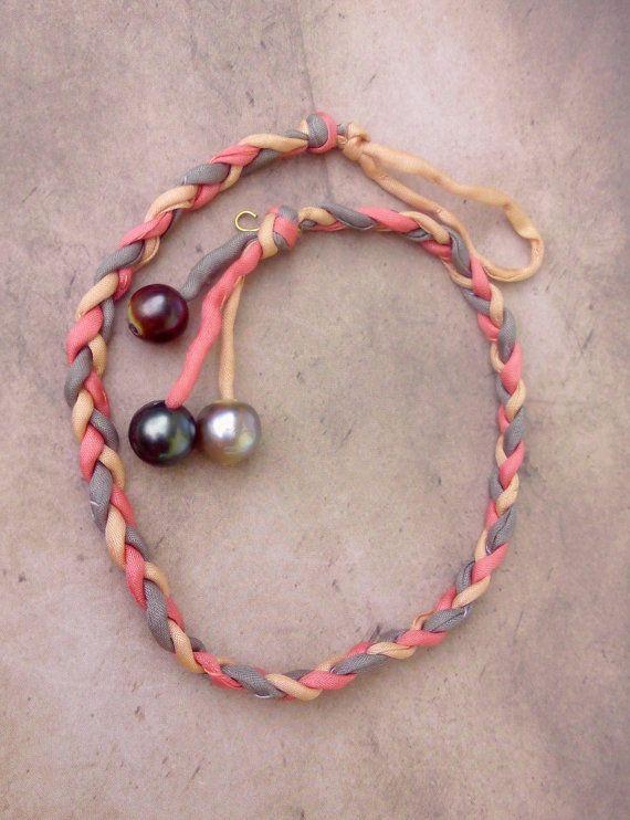 Bracelet perles de tahiti sur soie habotai rose et beige. Tahiti perle soie 104-7