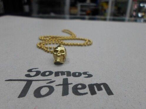 ...cráneo dorado... Dije y cadena en acero inoxidable  Encuentralos en Tótem  Visitanos Estamos ubicados en Toluca Centro, sobre Av. Morelos pte. No. 700 loc. 7-8 entre Pedro Asencio y Villada