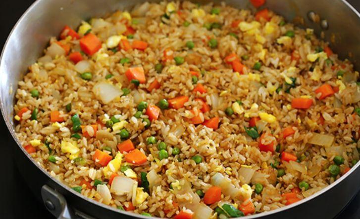 Vind jij die rijst van de Chinees ook altijd zo lekker? Zo maak 'm makkelijk zelf!