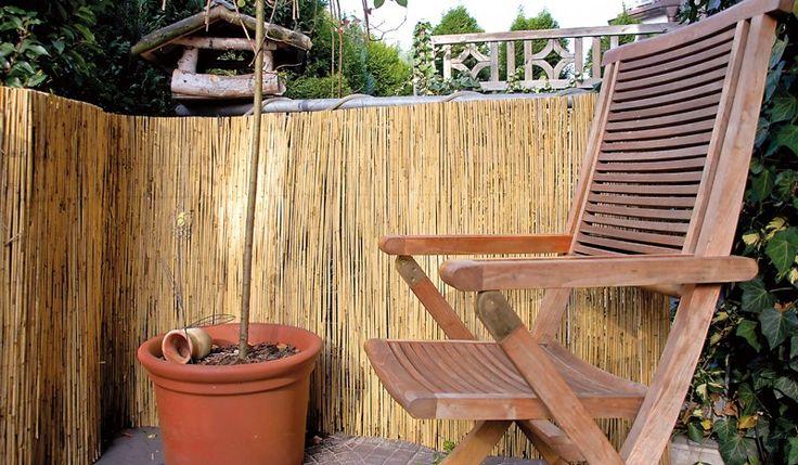 Die Schilfrohrmatte ist aus dem Schilfrohr hergestellt und mit verzinkten Stahl verbunden. Ein Sichtschutz mit hoher Wasserresistenz und Schallschutzeigenschaften. Der Sichtschutz macht ihren Garten zur einer Wohlfühloase. Die Sichtschutzelemente sind in den Maßen von 6,0 x 1,0 / 1,2 / 1,4 / 1,6 / 1,8 / 2,0 m erhältlich. Diese und weitere Sichtschutzmatten finden Sie unter http://www.meingartenversand.de/sichtschutzzaun/sichtschutzmatten.html