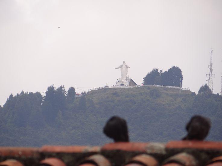 Imponente Guadalupe observando la ciudad desde lo alto.