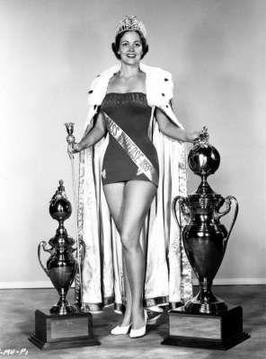Miss Universo 1954 la primer ganadora de USA Mirian stevenson