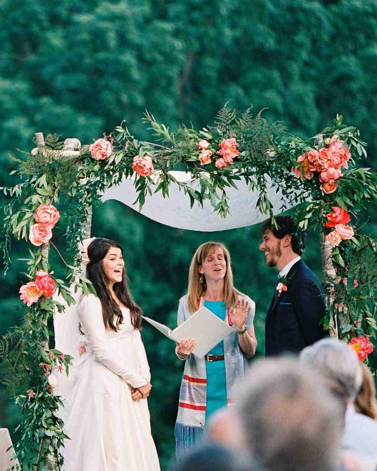 Bookmark this to find endless chuppah canopy inspo for Jewish weddings.