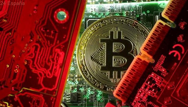 Una mujer de EE.UU. utilizó Bitcoin para lavar dinero y financiar a Daesh
