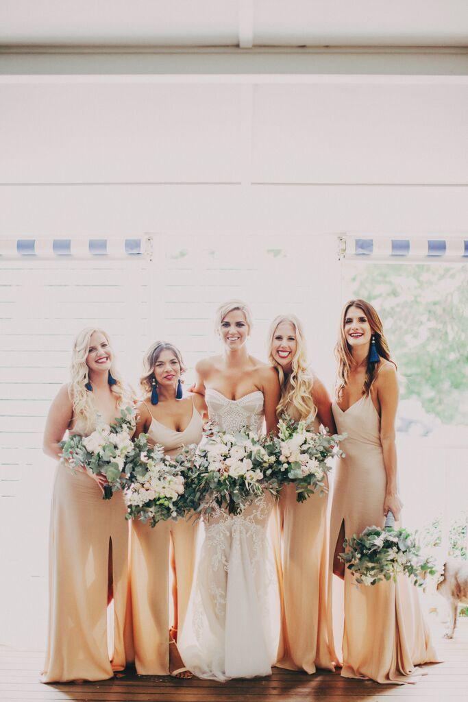 Tegan + blushing bridesmaids PC: @therobertsonsphotography