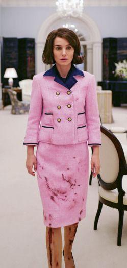 """O figurino de Jacqueline Kennedy, interpretada por Natalie Portman no filme """"Jackie"""", idealizado pela figurinista Madeline Fontaine."""
