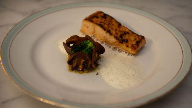 Spicy laks med auberginekrem og soppchips