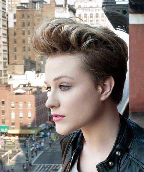 Attraktiv Pixie Frisuren für Schöne Frauen #BlondeFrisuren, #Frau, #Frisuren, #GeflochteneFrisuren, #Haar, #Hochzeitsfrisuren, #Pixies, #Schön