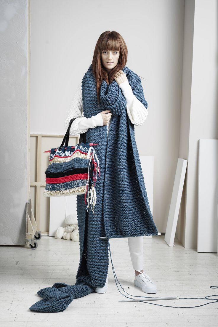 Knitted scarf www.panduro.com #yarn #DIY #blue #grey #red