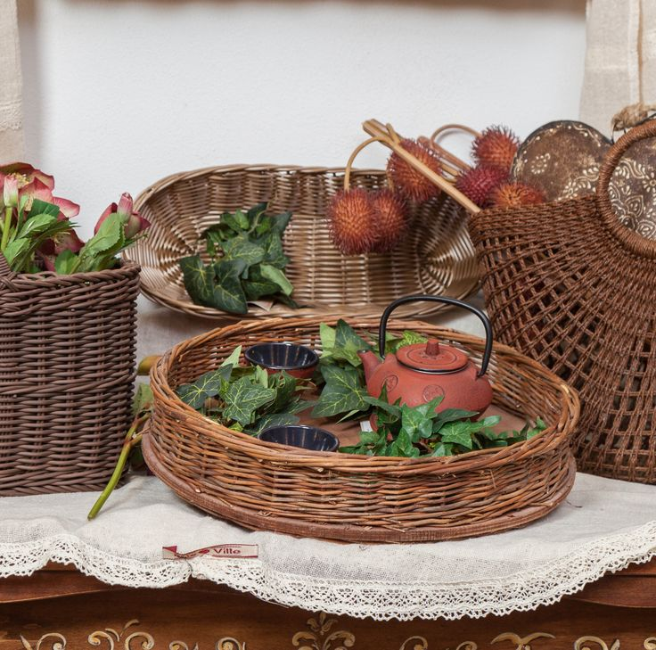 Rustic Baskets with dynamic leaves and Elegant teapots will enhance your Autumn-Sensation!
