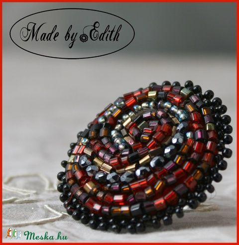 Meska - Hímzett gyűrű, Piros gyűrű, Piros álom gyűrű, Spirál gyűrű MadebyEdit kézművestől