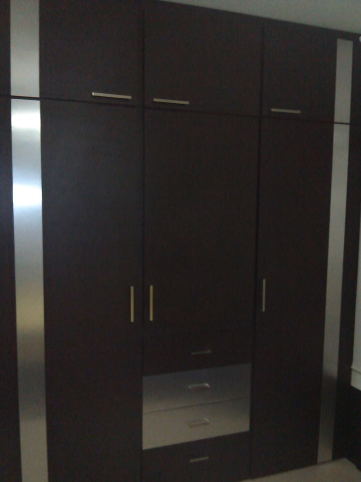 Amplio closet color wengu con f rmica aluminio - Formica madera ...