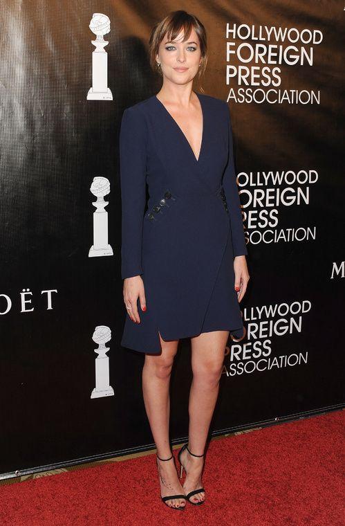 Dakota Johnson en robe manteau Christian Dior de la collection printemps-été 2015 lors du Hollywood Foreign Press Association Annual Grants Banquet à Beverly Hills, le 13 août 2015