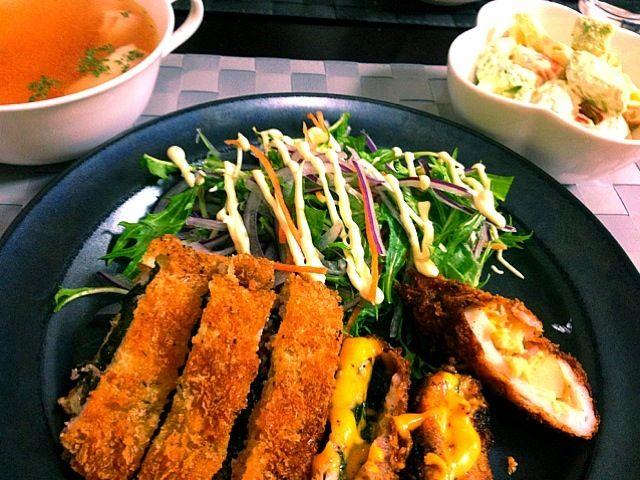 昨日の夕ご飯 とんかつ:梅シソサンド・シソチーズサンド・ちくわのポテサラサンド - 11件のもぐもぐ - とんかつ・海老アボカドマカロニサラダ・コンソメスープ by jun5515