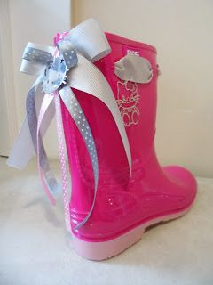 fuchsia wellies with hello kitty by ellishoes.blogspot.com