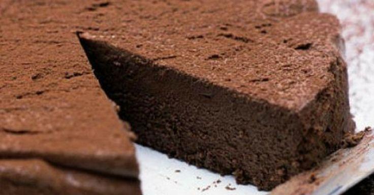 Nepečený čokoládový dort s kávou a skořicí bez mouky