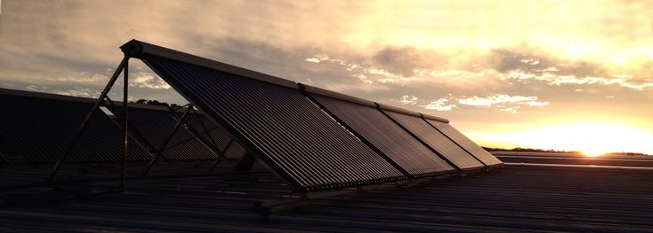 MÍNIMA HUELLA DE CARBONO PARA SU FABRICACIÓNINSTALAR UN COLECTOR SOLAR APRICUS EQUIVALE A PLANTAR 600 ÁRBOLES.Nos dedicamos a la comercialización, asesoramiento e instalación de colectores solares APRICUS para aplicaciones industriales, comerciales y residenciales, donde proporcionan agua caliente industrial, calefacción, agua caliente sanitaria.  Conexión S.R.L. - F.Candiotti 141 - Paraná - (0343)4225048 - conexion@conexionsrl.com.ar - www.conexionsrl.com.ar