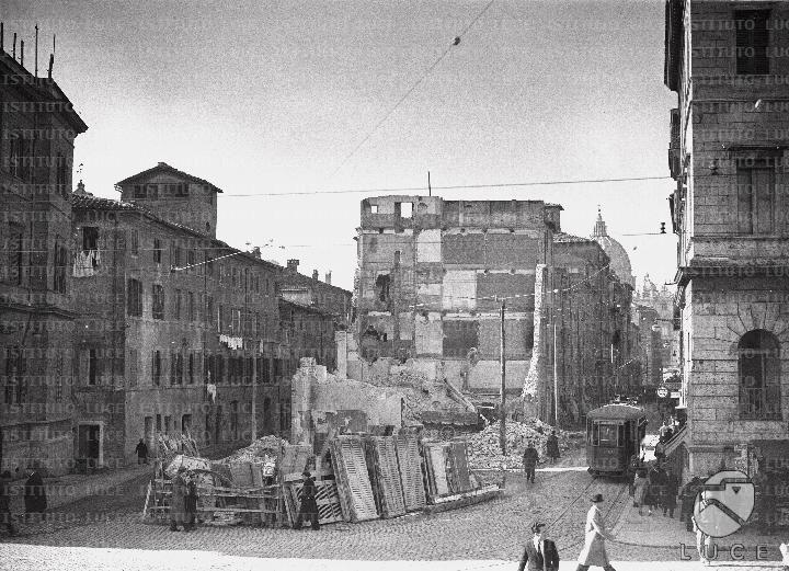 Veduta del primo tratto della spina di Borgo in corso di demolizione 21.01.1937