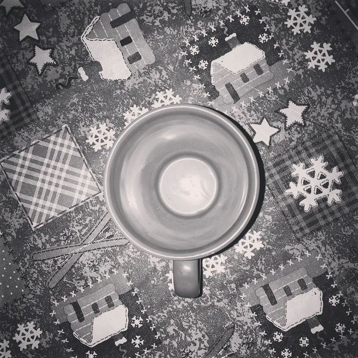 So I know I'm late but I wanted to get the last one in before the new year (central time zone). The last coffee of the @kaffebox advent calendar was the Panama La Esmeralda Geisha roasted by @coffeecollectif. This geisha was really tasty but honestly the aeropress doesn't really do it just justice especially when you use a two person recipe.  this geisha was one that had most of the qualities I expect from a Panama geisha but not explosive. Which is ok.  Anyway this #kaffeboxjul advent…