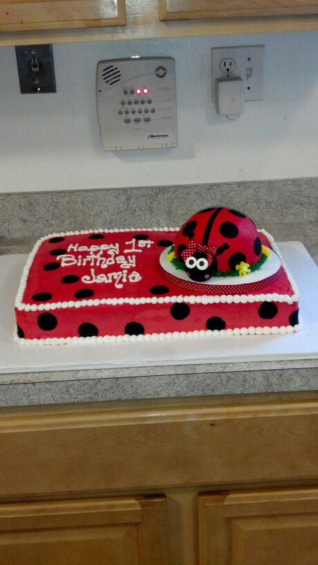 Ladybug cake                                                                                                                                                                                 Más