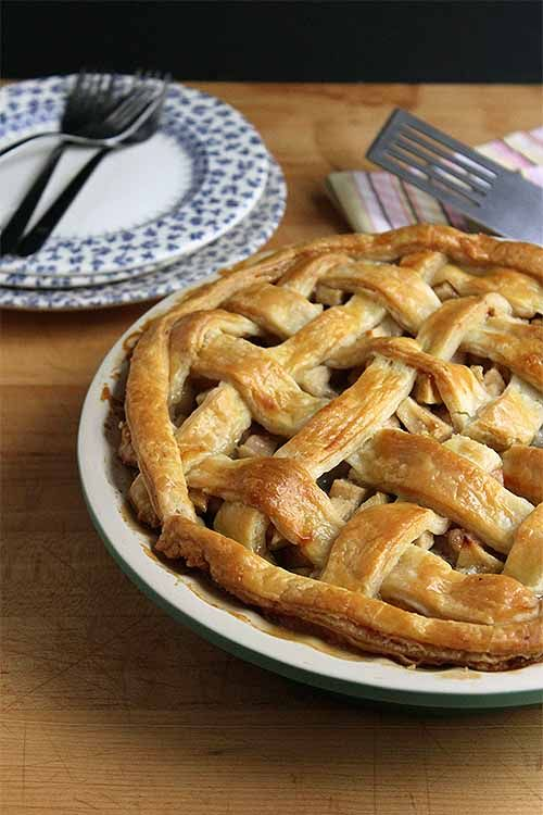 Spice up your traditional apple pie with pears, cardamom, and ginger: http://foodal.com/recipes/desserts/apple-pear-pie/ ‎