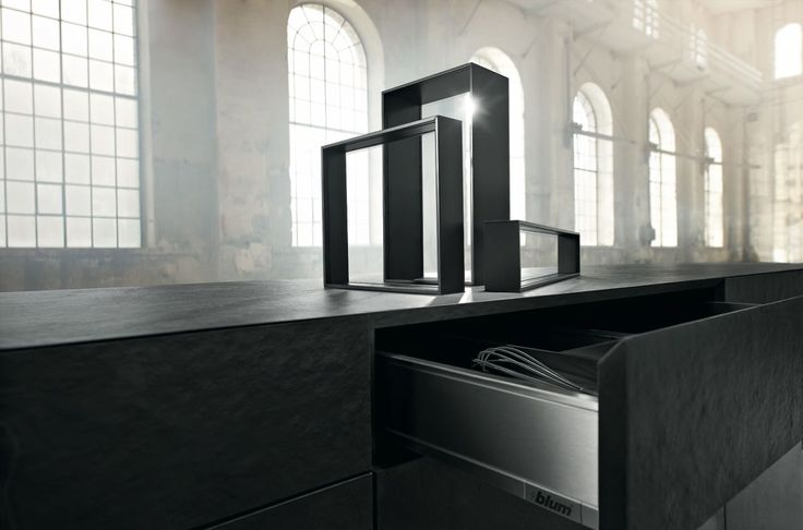AMBIA-LINE for LEGRABOX: A harmonious look with flexible options... The versatile, high-quality steel frames are extremely flexible and functional. Using them is easy and intuitive. The colour options silk white matt, orion grey matt and terra black matt mean that drawers and their inner workings become one.