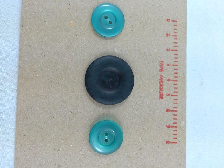 1 x Dark Green Marbled matt-finish Plastic Button (31mm diameter) by ButtonsBobsandBits on Etsy