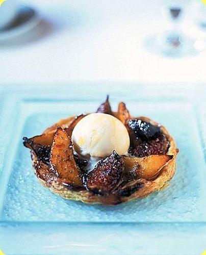 Tortine di fichi e pere con gelato al miele - Cakes of figs and pears with honey ice cream